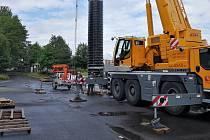Nejdelší plnicí hubici, která měří přes 25 metrů, sestrojila litoměřická strojírenská společnost Hennlich