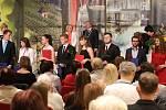 Slavnostní předávání maturitních vysvědčení v gotickém hradu v Litoměřicích