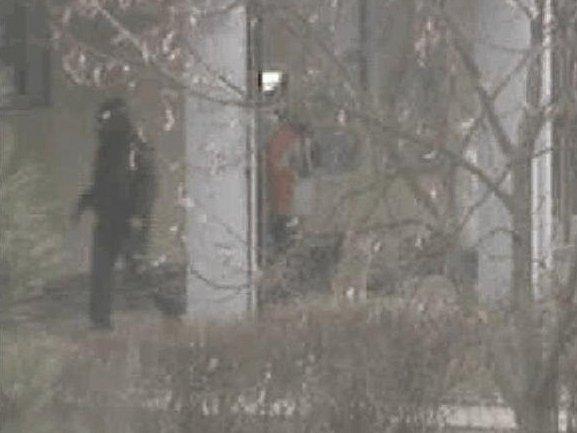 SILUETA. Záběr jedné z kamer městské policie na pachatele.