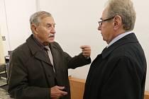 77LETÝ Stanislav Najmr z Bohušovic nad Ohří (na snímku) se u soudů domáhá zpět svého majetku, který před třemi lety bezúplatně převedl na svého syna Daga. Zatím bez úspěchu.