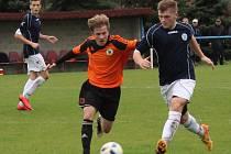 Fotbalová divize U19: SK Roudnice - Litoměřicko (v oranžovém).