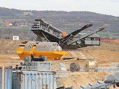 Těžba štěrkopísku, ilustrační foto.