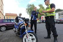 Policisté v pátek 28.8. kontrolovali u Zahrady Čech motorkáře