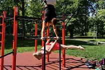 Elišku Horovou okouzlilo cvičení venku, věnuje se street workoutu
