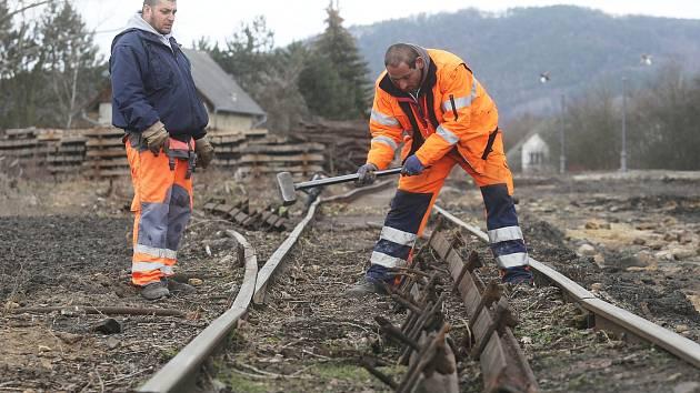 Opravy kolejiště Zubrnické museální železnice u bývalého úštěckého nádraží.