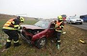 Dopravní nehoda na silnici u obce Vchynice.