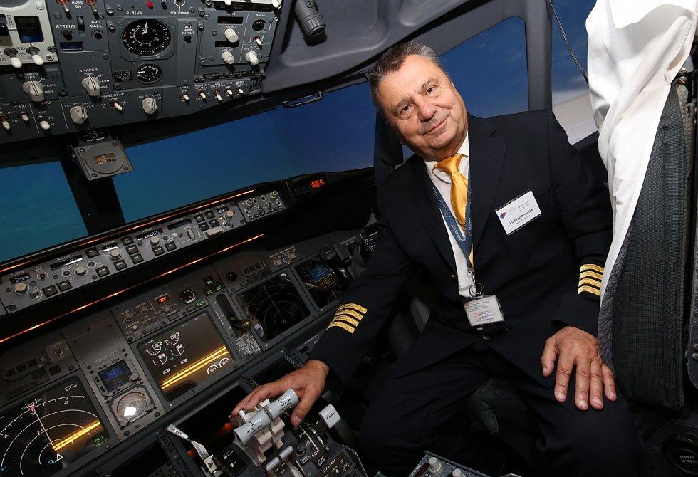 Vladimír Peroutka, bývalý dopravní pilot a současný instruktor výcviku pilotů