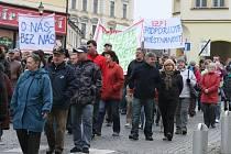 Demonstrace v Roudnici - protestní pochod na náměstí