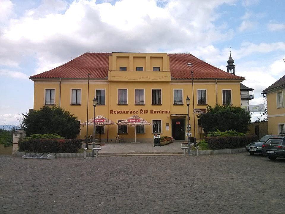 Kulturní dům Říp v Roudnici nad Labem na archivním snímku
