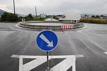Opravená okružní křižovatka v Lovosicích.