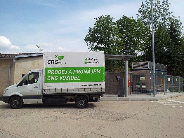 Společnost Autoexpert spol. s r.o.  otevřela na Litoměřicku, konkrétně v Terezíně, první čerpací stanici, kde je možné tankovat stlačený zemní plyn - CNG.