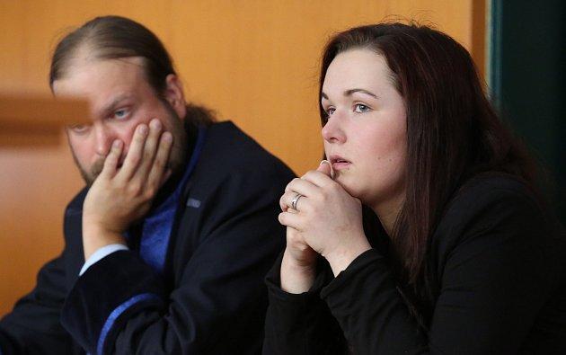 Soudní proces se Simonou Prágrovou, která v září 2017 způsobila tragickou nehodu u Zimoře u Úštěku. Zemřeli při ní tři mladí lidé.