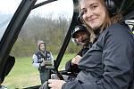 Vyhlídkové lety helikoptérou si návštěvníci Řípské pouti mohou vyzkoušet i letos.