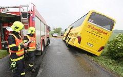 Nehoda autobusu u Roudnice nad Labem.