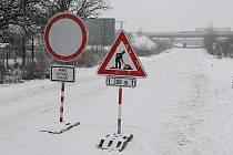 Současný stav na silnici z Lovosic do Siřejovic.