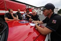 Hasiči vyjíždějí z Litoměřic na pomoc tornádem zasaženým obcím na jihu Moravy