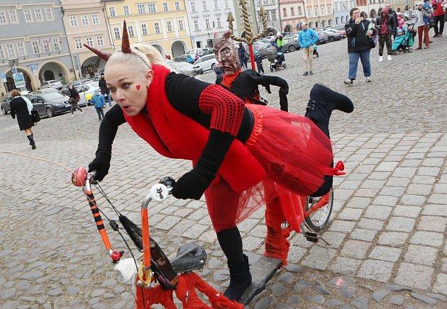 Herci na litoměřickém náměstí poutali na loutkový divadelní festival.