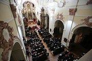 Vánoční koncert operní pěvkyně Gabriely Beňačkové a Jakuba Pustiny v litoměřickém kostele Všech svatých. Výtěžek půjde na nadaci pro nevidomé.