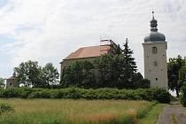 Kostel Nejsvětější Trojice v Zahořanech prochází postupnou opravou.