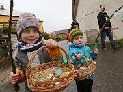 Velikonoce v Chodovlicích na Lovosicku. V příštím roce se budou konat dříve než letos. Velikonoční pondělí připadne už na 2. dubna.