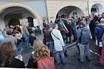 Téměř dvě stovky občanů Litoměřic vyjádřily na svolané demonstraci v pondělí v podvečer na Mírovém náměstí nespokojenost s vládou premiéra Babiše a ministryní spravedlnosti Benešovou.