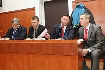 U litoměřického soudu pokračovalo líčení v kauze údajného napadení muže lotyšské národnosti dozorci litoměřické věznice. Před senátem vypovídala lékařka, která ho ošetřila.
