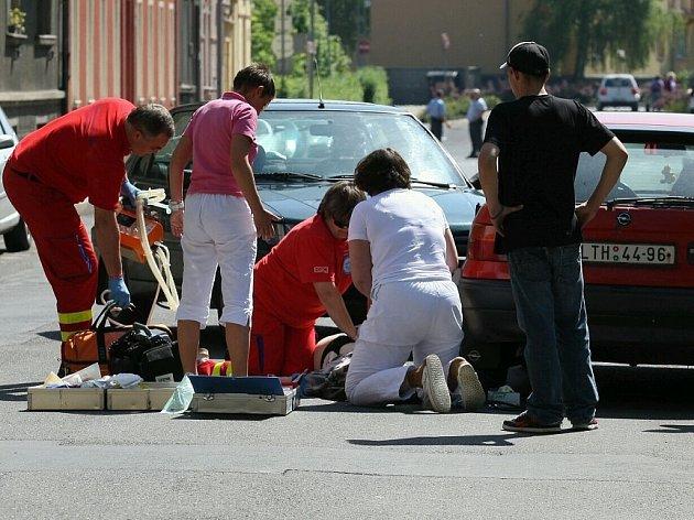 Záchranáři oživovali starší ženu téměř 30 minut. Nakonec úspěšně