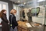 Památník Terezín otevřel v úterý novou expozici v domku bývalé váhy o transportu židů do Terezína.