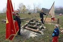 I takto může vypadat slavnost u příležitosti 90. výročí vzniku československého státu. Sbor dobrovolných hasičů v Třebenicích přišel s nápadem oživit Masarykovu vatru. Ohně na počest prvního prezidenta poprvé v republice vzplály v roce 1935.