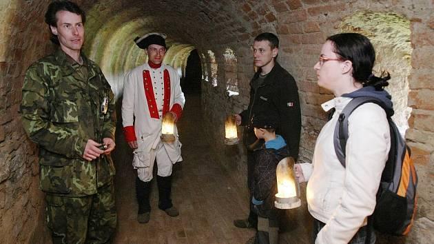 Prohlídka podzemních chodeb v Terezíně.