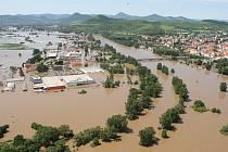 SOUTOK LABE A OHŘE v Litoměřicích. Při povodni sou ohroženy zejména Želetice. Pokud by byla stanovena aktivní zóna, v této části města by už neměla být postavena ani jedna stavba.