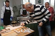 Rodinná farma Zdeňka Hrdličky v Dolánkách nad Ohří původní českou odrůdu česneku letos pěstovala na téměř 25 hektarech půdy