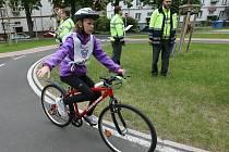 JÍZDA PO DOPRAVNÍM HŘIŠTI byla první disciplínou dvoudenního krajského kola Dopravní soutěže mladých cyklistů.