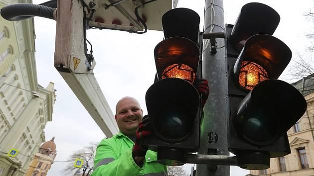 Litoměřická ulice Na Valech má již znovu semafory.