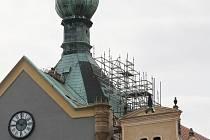 Věž Kalich se brzy oblékne do kabátu z lešení.