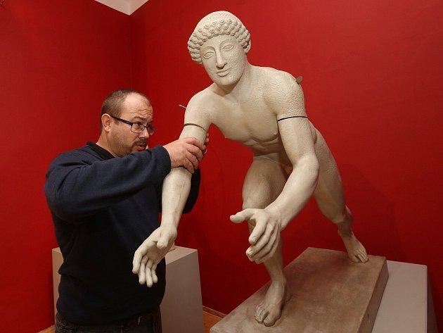 Dva roky mohli návštěvníci Podřipského muzea obdivovat na třicet zapůjčených sádrových odlitků nejvýznamnějších antických děl, pocházející ze zhruba 6. až 2. století před Kristem.