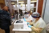 Ve středu 16. prosince začalo dobrovolné a bezplatné testování na koronavirus za pomoci antigenních testů. Nemocnice Litoměřice