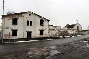 Areál někdejší továrny na zpracování ryb v Žalhosticích, mezi místními stále známý jako Rybena, je už několik let prázdný a v dezolátním stavu.