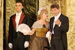 Opera La Traviata na zámku v Ploskovicích.