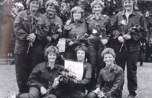 Ženy se ohně nebály. Sbor dobrovolných hasičů byl v Děčanech založen v roce 1910, v novodobé historii mělo významné postavení i družstvo žen.