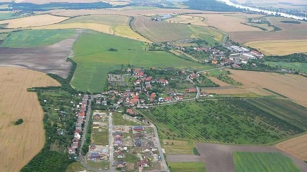 Letecký snímek Trnovan a Podviní (vpředu).