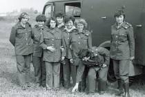 Družstvo žen dobrovolných hasičů z Libkovic, květen 1980.