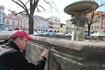 Kašny na náměstí připravují na jaro