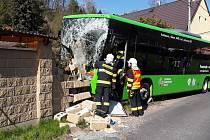 Nehoda autobusu v obci Snědovice - Velký Hubenov