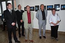Slavnostní zahájení výstavy fotografií v litoměřické nemocnici.