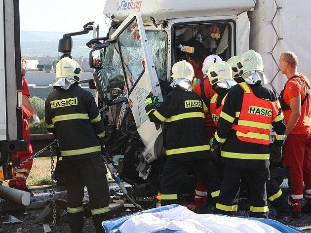 Vážná dopravní nehoda na dálnici D8