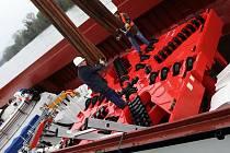 Téměř 600tunový náklad přivezla do prosmyckého přístavu loď z Německa.
