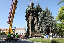 Přesun sochy rudoarmějce v Lovosicích