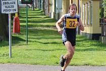 Téměř devět desítek atletů všech věkových kategorií se za krásného jarního počasí zúčastnilo v sobotu už 58. ročníku přespolního běhu Říp - Roudnice a Roudnice - Říp - Roudnice. Traťové rekordy na hlavních tratích překonány ani tentokrát nebyly. Na 15 200