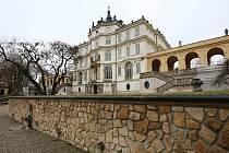 Zámek v Ploskovicích
